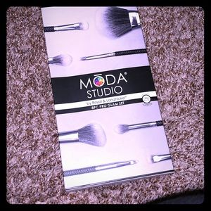 Moda 8 pc brush set new